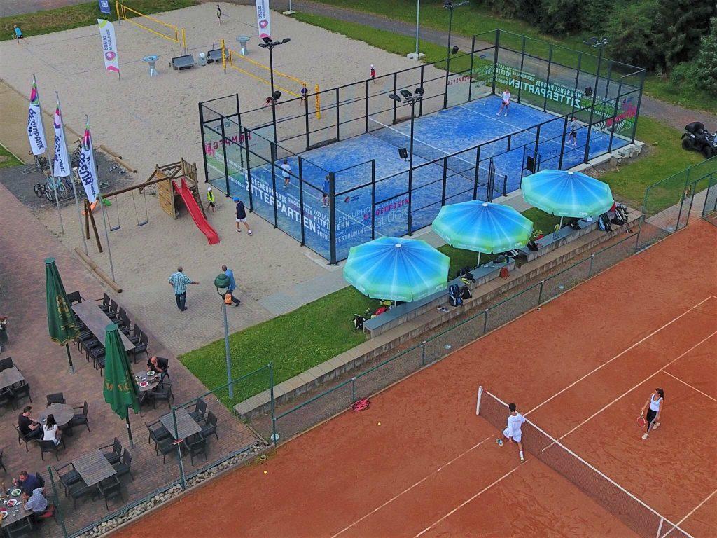 Padel Court auf dem Gelände der Pfrimmpark Arena in Worms aus der Vogelperspektive