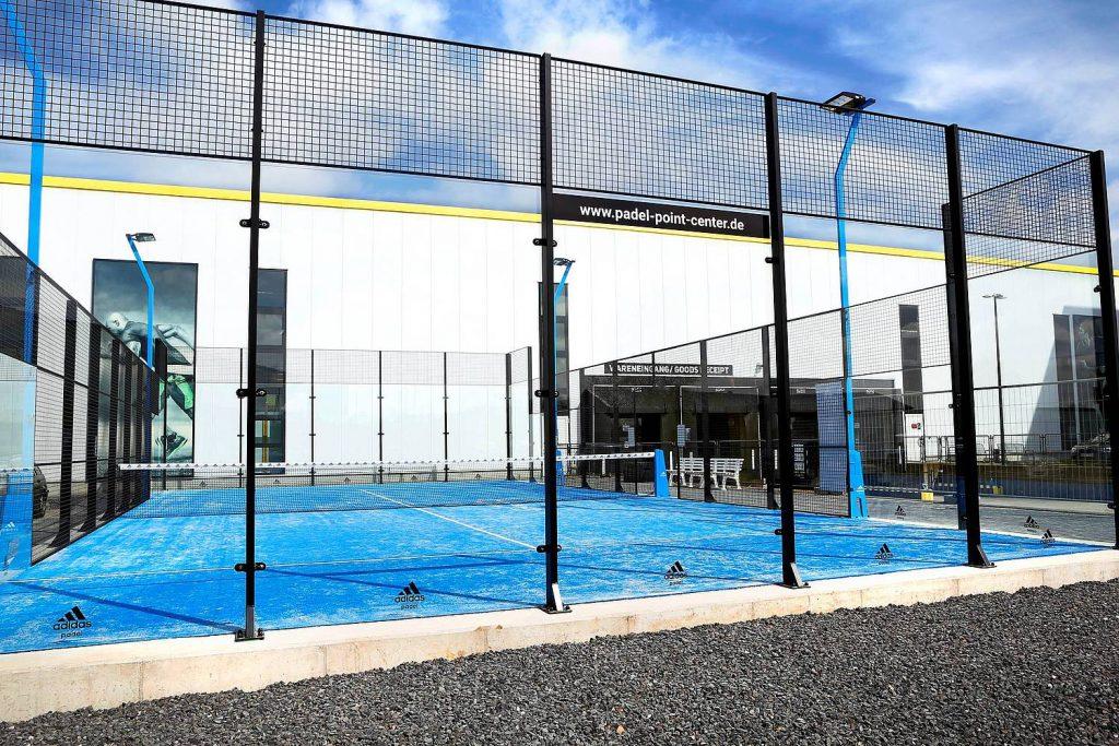 Ein Padel Court beim Headquarter von Tennis-Point