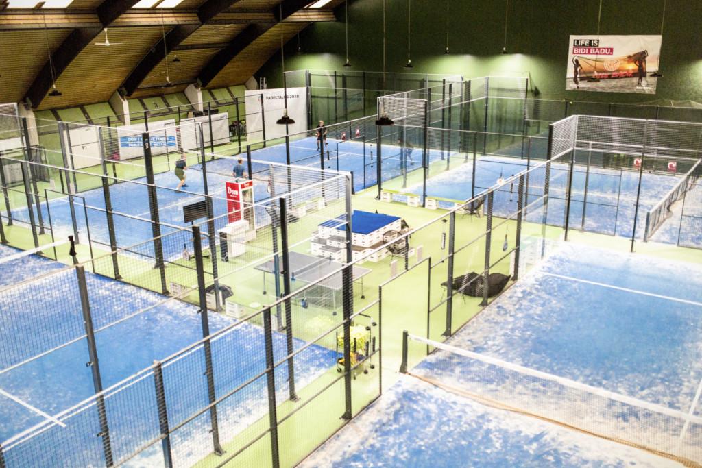 Padel Courts indoor in der padelBOX in Köln