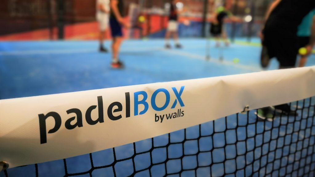 Gebrandete Netzkante in der padelBOX in Köln